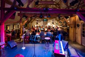 De Boerderij Huizen : Theater aan tafel in de boerderij huizen